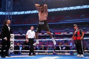 Clip: Võ sĩ ăn mừng theo phong cách Cristiano Ronaldo trên sàn boxing