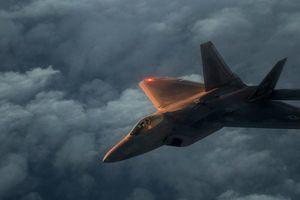 Phi công Su-35 của Nga khóa mục tiêu F-22 của Mỹ ở Syria