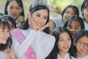 HOT showbiz: Góc đời thường đễ thương của Hoa hậu Trần Tiểu Vy