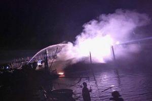 Quảng Nam: Tàu cá bốc cháy ngùn ngụt khi đang neo đậu tại âu thuyền