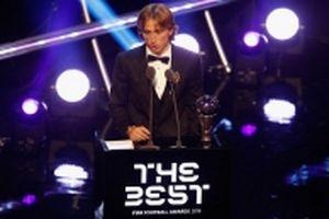Modric nhận giải Cầu thủ xuất sắc nhất năm của FIFA