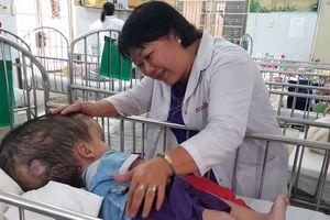 Bác sĩ của trẻ bất hạnh