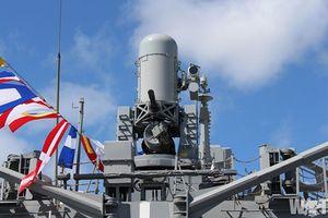Soi vũ khí Mỹ trên tàu chiến New Zealand đang thăm Việt Nam