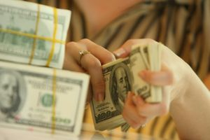 Giá USD tự do tăng giảm khó lường