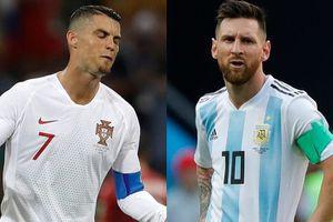 Trốn tham dự gala của FIFA, Messi và Ronaldo nhận 'mưa gạch đá'