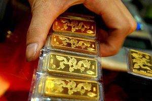 Giá vàng trong nước đắt hơn giá vàng thế giới gần 3 triệu đồng mỗi lượng