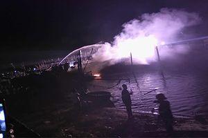 Tàu cá của ngư dân bị 'bà hỏa' thiêu rụi