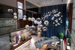 Ngắm bộ đèn 'độc bản' giá hơn 5 tỷ trong biệt thự siêu giàu Hà Nội