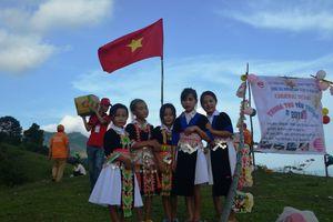 Trung thu ấm áp, đủ đầy của bà con dân tộc Mông trên đỉnh Pà Khốm - Nghệ An