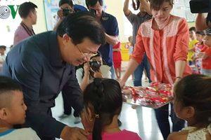 Phó Thủ tướng thị sát, chỉ đạo ứng phó lũ lụt ở Đồng bằng sông Cửu Long