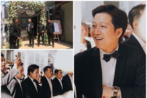 Trường Giang thuê cả dàn vệ sĩ áo đen, cầm ô che chắn để bảo vệ lễ cưới