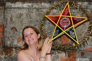 Người Pháp đến Nghệ An thích thú trải nghiệm Tết Trung thu