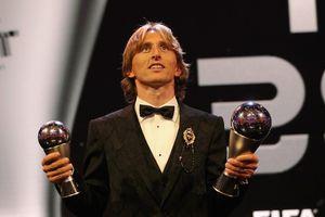 Luka Modric đoạt giải cầu thủ xuất sắc nhất, Real nhuộm trắng đội hình FIFA