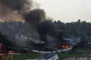 Tàu cá hàng tỷ đồng bỗng nhiên bốc cháy ngùn ngụt khi đang neo đậu tại âu thuyền