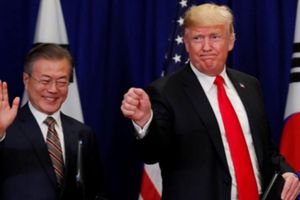 Ông Trump ký thỏa thuận thương mại đầu tiên với Hàn Quốc
