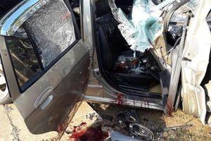 Đâm vào xe tải 4 người thương vong: Lái xe có nồng độ cồn?
