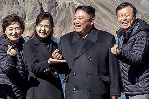 Nhà lãnh đạo Triều Tiên Kim Jong-un 'bắn tim' như sao K-pop