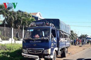 Tránh xe công nông, người đàn ông tông trúng xe tải tử vong