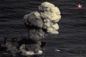 Màn giới thiệu hỏa lực mới nhất của Nga: Tên lửa phá hủy các tàu trong nháy mắt