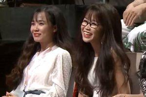 Chị đi hẹn hò, hai em gái lại gây chú ý vì nhan sắc xinh đẹp