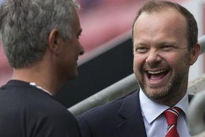 Manchester United - kiếm tiền giỏi, nhưng đá bóng phải hay