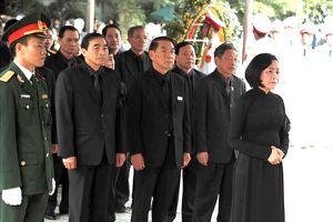 Đại diện các tỉnh thành trong cả nước viếng Chủ tịch Nước Trần Đại Quang