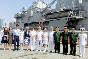 Tàu Hải quân Hoàng gia New Zealand thăm TPHCM