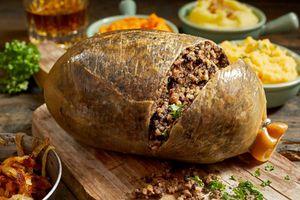 Món dồi khổng lồ ngon không tưởng, 'quốc ẩm' của người Scotland