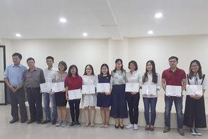 Sinh viên tự tin trải nghiệm khi làm việc nhóm trong khóa học On Job Training