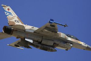Bất chấp S-300 của Nga, Israel vẫn tiếp tục không kích Syria