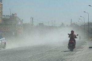 Hà Tĩnh: Bụi mù mịt trên Quốc lộ 1A gây mất an toàn giao thông
