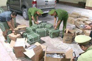 Lạng Sơn: Bắt giữ xe tải chở số lượng lớn mỹ phẩm nhập lậu