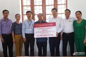 Hỗ trợ 200 triệu đồng cho 4 trường học miền Tây Nghệ An thiệt hại do mưa lũ