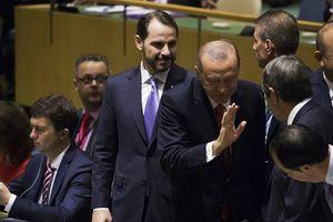 Thực hư chuyện Tổng thống Thổ Nhĩ Kỳ đứng dậy bỏ đi khi ông Trump phát biểu