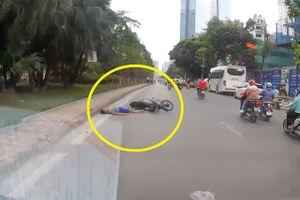 Clip: Thanh niên 'đo đường' sau màn phóng nhanh, vượt ẩu bằng xe máy