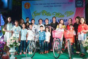 Thái Nguyên: Giai điệu mùa thu tặng xe cho trẻ em nghèo tới trường