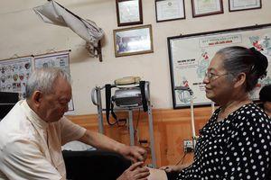 Người thầy thuốc già với trái tim nhân hậu