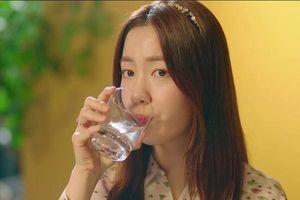 Sáng ngủ dậy uống ngay một cốc nước ấm, cơ thể nhận loạt lợi ích bất ngờ, da đẹp dáng thon như sao Hàn