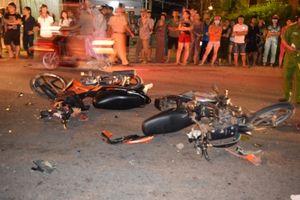 Hai xe máy đấu đầu nhau, một thanh niên tử vong