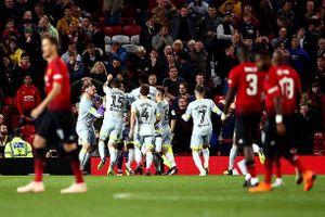 Thi đấu 10 người, MU 'gục ngã' trước Derby County trên chấm luân lưu