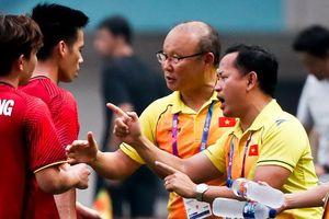 Trợ lý Lê Huy Khoa quan trọng thế nào với HLV Park Hang-seo?
