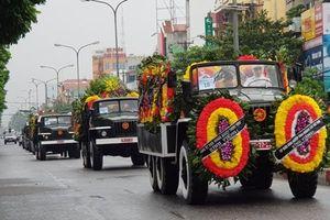 Ninh Bình: Người dân đội mưa đón đoàn xe đưa linh cữu Chủ tịch Nước Trần Đại Quang về quê nhà an táng