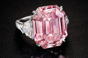 Đấu giá viên kim cương hồng 19 cara, dự kiến thu về gần 1,2 nghìn tỷ đồng