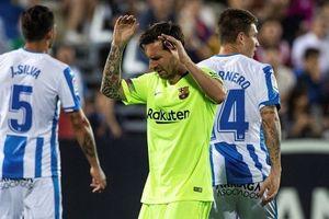 Barca thua sốc trước đội bét bảng trong trận đấu thứ 700 của Messi