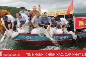 Hà Tĩnh phóng sinh hơn 1 tấn cá tái tạo nguồn lợi tại hồ Nhà Đường