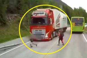 Clip: Những khoảnh khắc thoát chết thần kỳ trong các vụ tai nạn giao thông