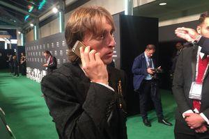 Luka Modric gây bất ngờ khi vẫn dùng iPhone 5s dù có mức lương 23 tỷ mỗi tháng