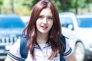 Bị netizen chỉ trích vô lễ với JYP: Lần này, Somi đã không còn giữ im lặng