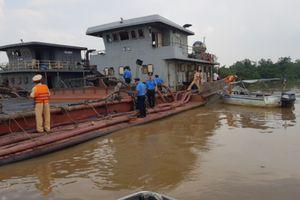 Xử lý nhiều phương tiện thủy vận chuyển, tập kết cát trái phép
