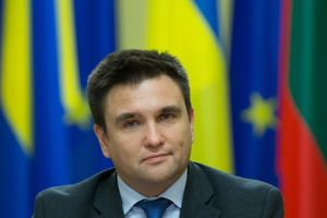 Ngoại trưởng Ukraine ngủ gật trong lúc Tổng thống Poroshenko phát biểu tại LHQ
